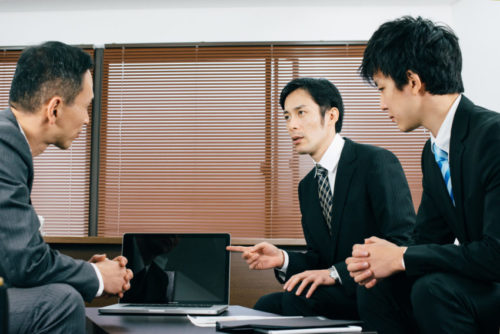 内定した求職者には「上司・後輩と共にプレッシャーをかける」