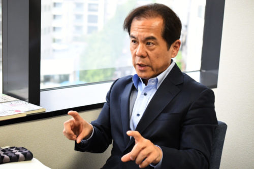 インタビューに答える経営者JP・井上和幸氏2