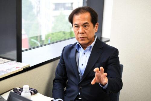 インタビューに答える経営者JP・井上和幸氏