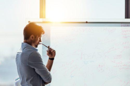 中途採用の募集が広告出稿型から紹介形式にシフト